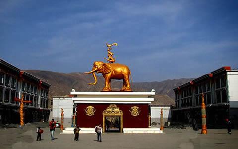 尖扎县位于青海省东南部,黄南藏族自治州北部,位于东经101°37′48〃
